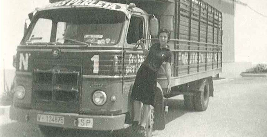 The harvest arrival to our warehouses in Sollana, Valencia, in the 70's.